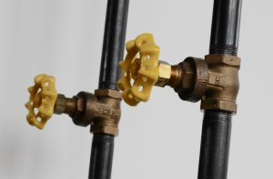 close up of one of the gate valve hook styles